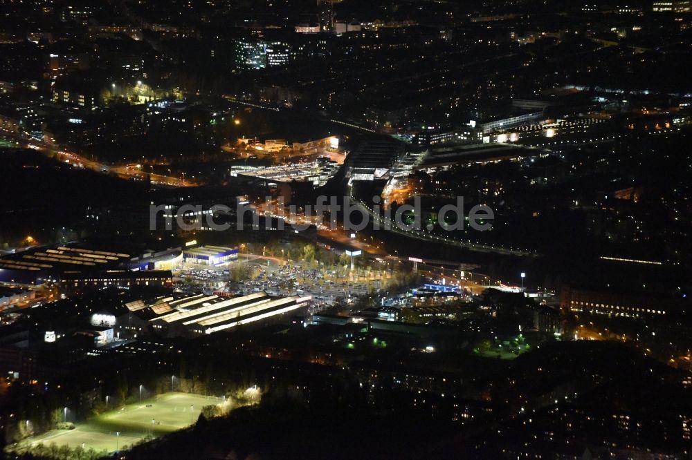 Bauhaus Schöneberg bei nacht oben nachtluftbild des gewerbegebietes entlang der
