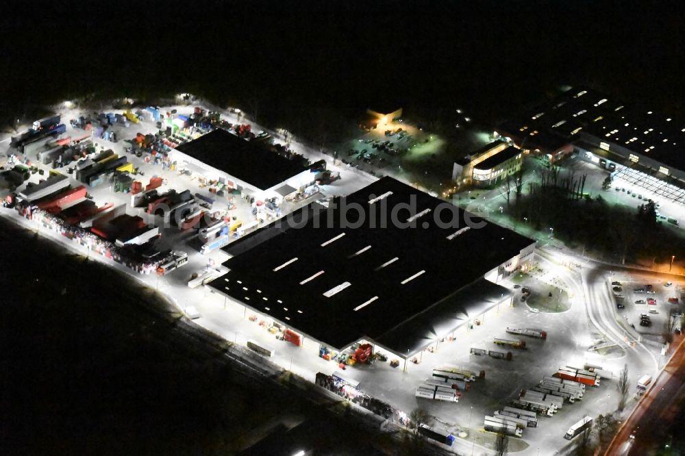 Potsdam bei Nacht aus der Vogelperspektive: Nachtluftbild ...